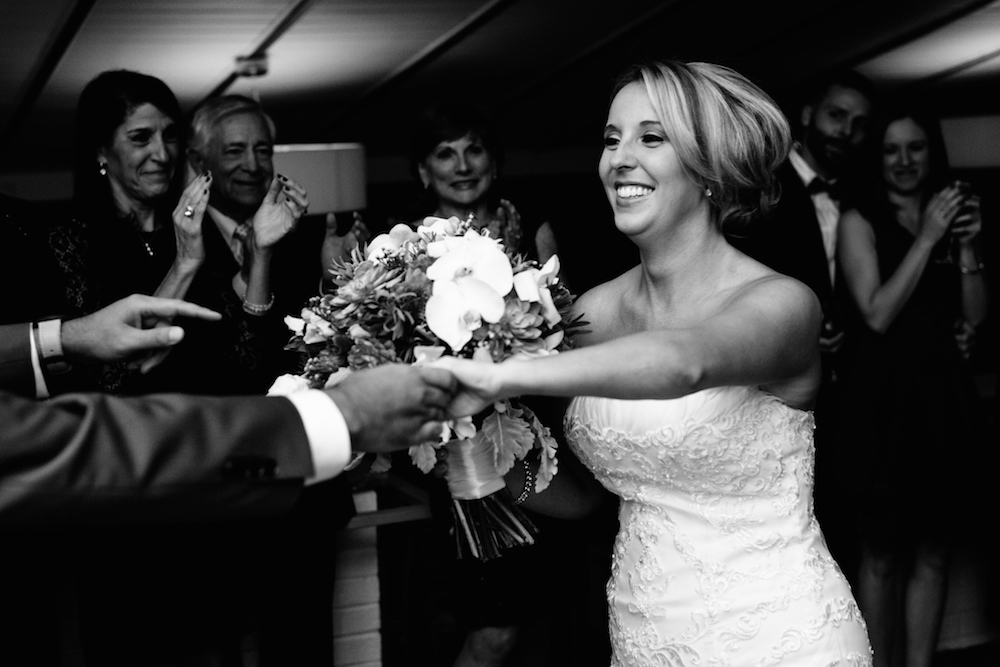 beautiful-bride-first-dance-groom-laughing-smile-happy-huge-bouquet-stone-house-warren-nj-wedding-photograher