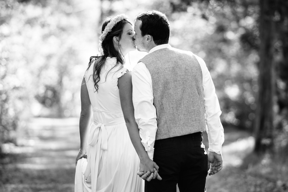 flower-crown-hipster-bride-groom-kiss-on-forest-woods-path-campsite-amc-mohican-outdoor-center-blairstown-nj-wedding-photograher