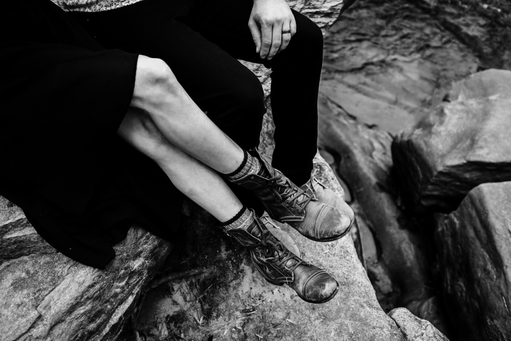 cute-adventurous-couple-sitting-on-rock-by-river-sarah-tyler-hander-sope-creek-atlanta-georgia-photographer