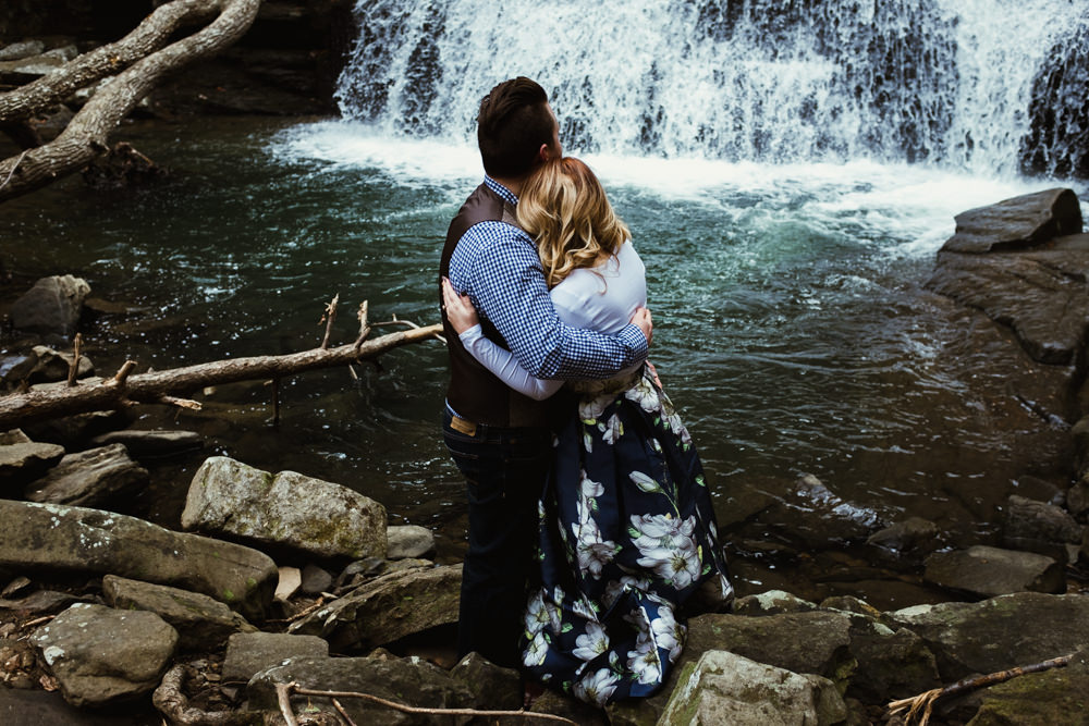 hug-waterfall-pretty-charlotte-russe-banana-republic-american-eagle-outdoor-couples-photo-shoot-cloudland-canyon-cody-bre-stephens-atlanta-georgia-photographer