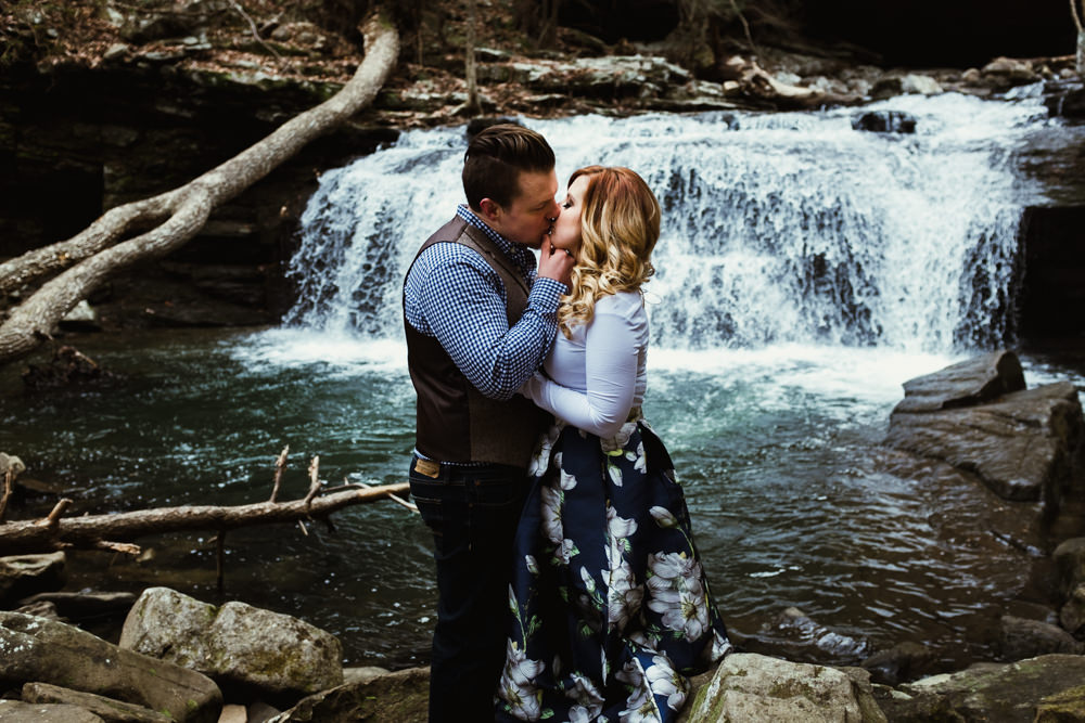 kiss-waterfall-romantic-charlotte-russe-banana-republic-american-eagle-outdoor-couples-photo-shoot-cloudland-canyon-cody-bre-stephens-atlanta-georgia-photographer