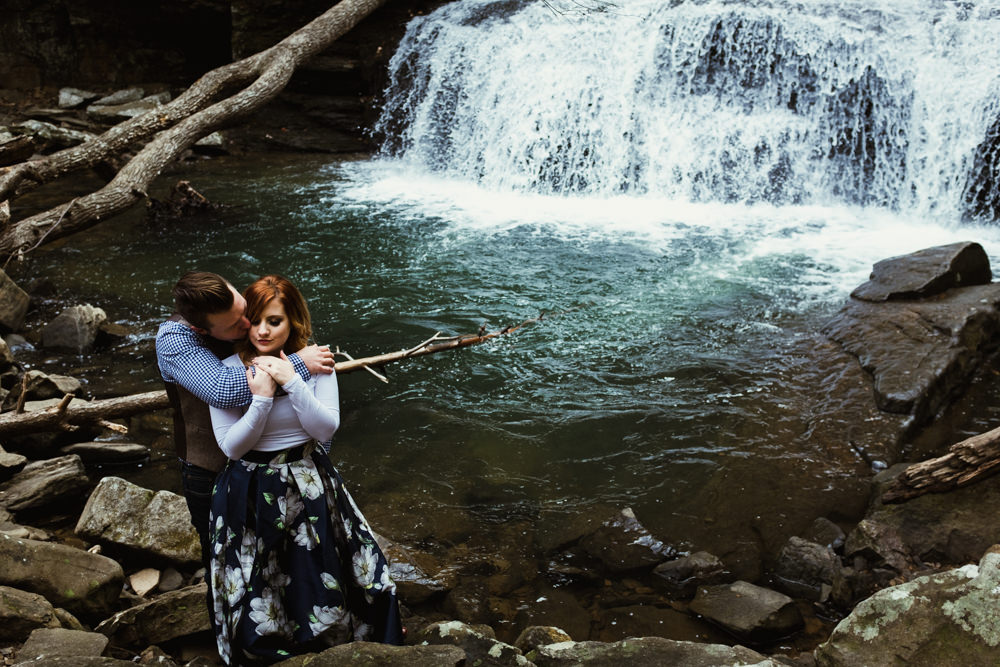 pretty-waterfall-hug-charlotte-russe-banana-republic-american-eagle-outdoor-couples-photo-shoot-cloudland-canyon-cody-bre-stephens-atlanta-georgia-photographer